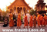 Mönche in Luang Prabang © urfl | 123RF.com