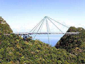 Skybridge © Shariff Che' Lah | Dreamstime.com