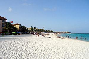 Playa del Carmen von Haakon S. Krohn (Eigenes Werk) [GFDL (http://www.gnu.org/copyleft/fdl.html) oder CC BY-SA 3.0 (http://creativecommons.org/licenses/by-sa/3.0)], via Wikimedia Commons